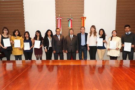 Reciben estudiantes de la UAT certificado en idioma  Chino Mandarín