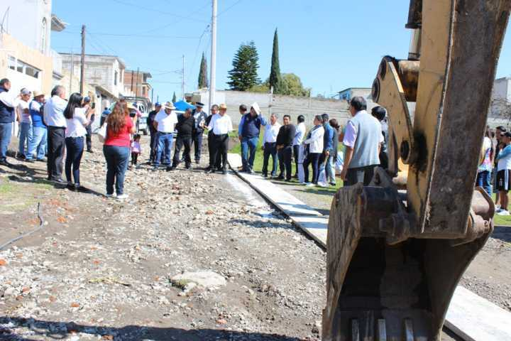 Alcalde impulsa el desarrollo de 2 calles con 1,312 m2 de pavimento