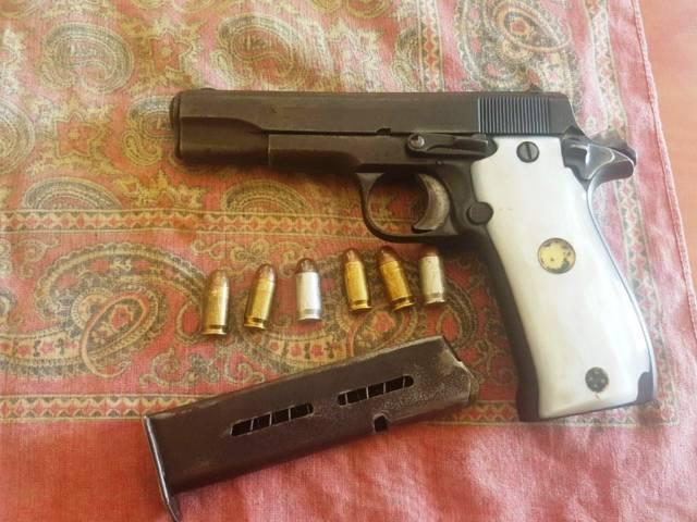 La CES aseguró a dos personas con portación de dos armas de fuego en Cuapiaxtla