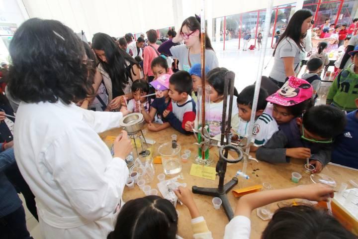 Acerca la UAT la ciencia a niños de los cursos de verano