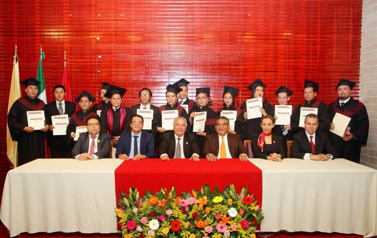 Efectúa UATx graduación de la Licenciatura en Ciencias Políticas y Administración Pública