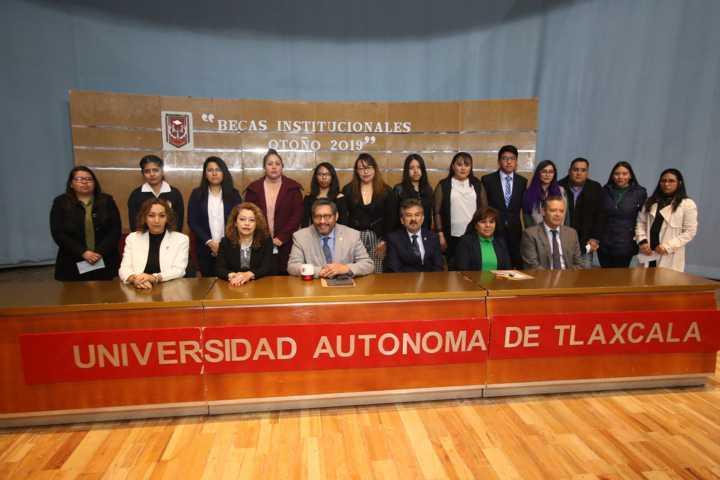 Solidaria la UATx con sus estudiantes para la consolidación de sus carreras
