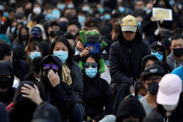 Enfermera china alerta a la población con revelar que ya son 90 mil infectados de coronavirus