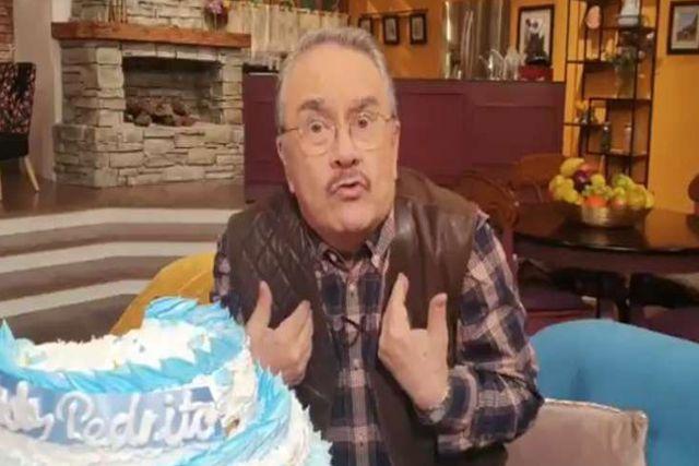 Critican a Pedro Sola por vulgar pastel de cumpleaños