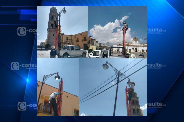 Llevan a cabo en Ixtenco cambio y mantenimiento de luminarias