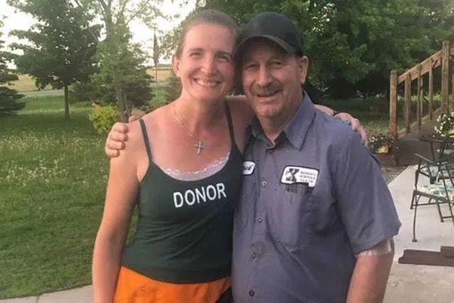 Acto noble: Profesora de EE.UU. dona un riñón al conserje de la escuela