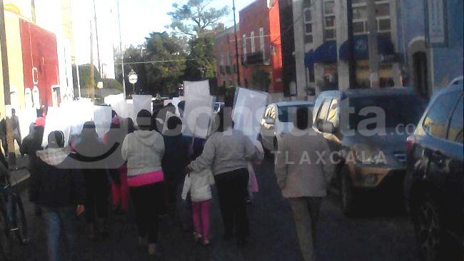 Con marcha piden aparición de estudiantes desparecidos en Ayotzinapa