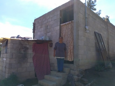 76 familias de Lardizábal son beneficiadas con techos y pisos