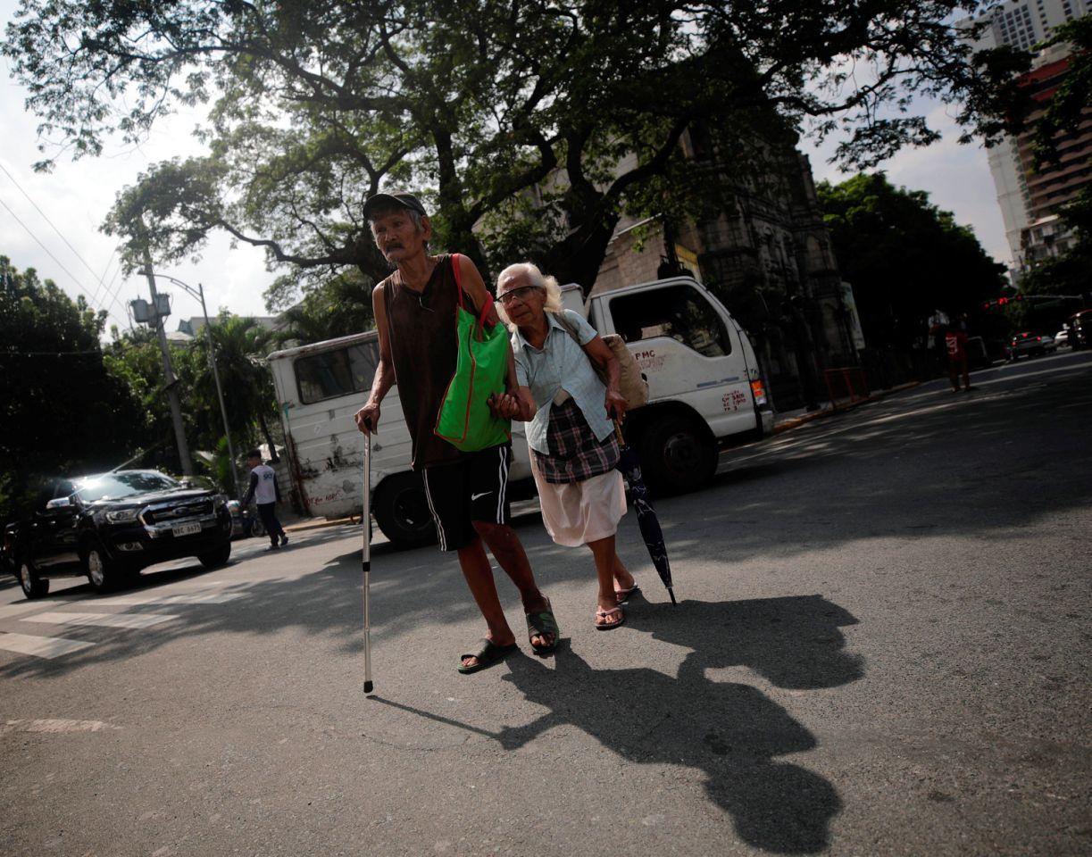 Filipinas une matrimonios fracasados y frustrados hasta que la muerte los separe