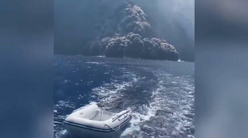 Tripulantes de un barco huyen tras erupción de un volcán