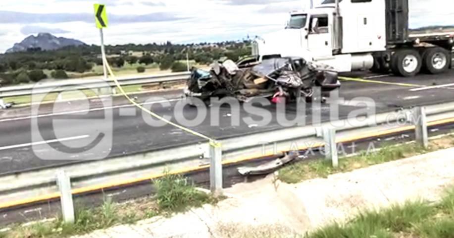 Cierran carretera Apizaco- Huamantla por volcadura; hay un muerto