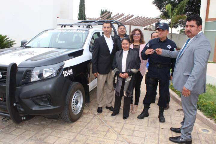 Alcalde de Lardizábal entrega patrullas, uniformes y equipo táctico a policías