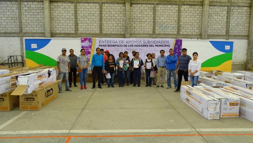 Entrega Gobierno Municipal de Xicohtzinco calentadores solares