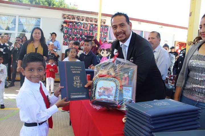 La educación es la base principal para la formación de un hombre: alcalde