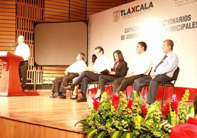 Alberga Apizaco gira en Tlaxcala del Director General de Banobras