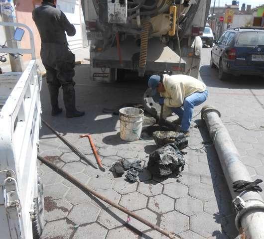 Gobierno Municipal de Tepetitla realiza trabajos de desazolve de red de drenaje sanitario