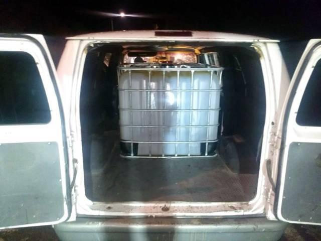 Sedena y CES aseguran 2 camionetas cargadas de hidrocarburo ilegal