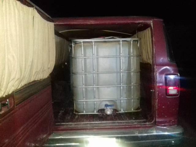 Aseguran camioneta con hidrocarburo robado en Calpulalpan