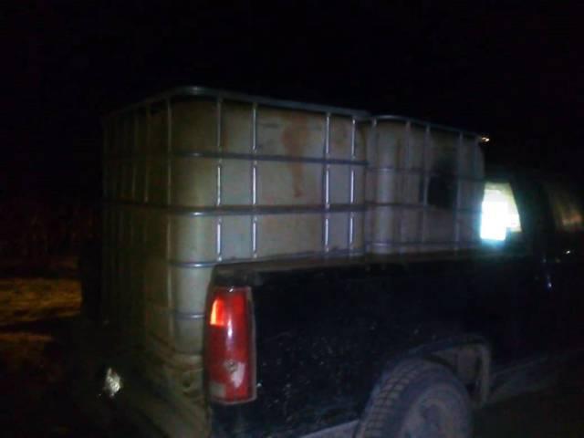 Policía Estatal asegura una camioneta con bidones en Nanacamilpa