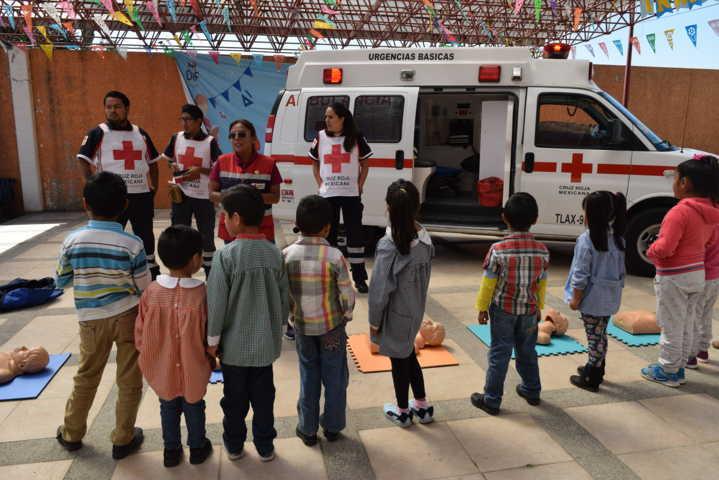 Capacita Cruz Roja a niños del Curso de Verano del DIF de Xicohtzinco
