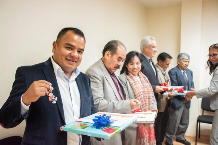 Recibe reconocimiento Ángelo Gutiérrez como ex delegado del Conafe