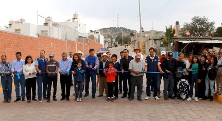 Alcalde mejora la imagen urbana de la calle La Palma de Zimatepec