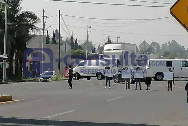 Politizan tema del agua en Papalotla, vuelven a cerrar la carretera