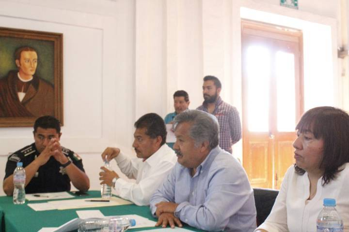 Ayuntamiento y autoridades educativas pactan poner en alto el nombre de Ixtacuixtla
