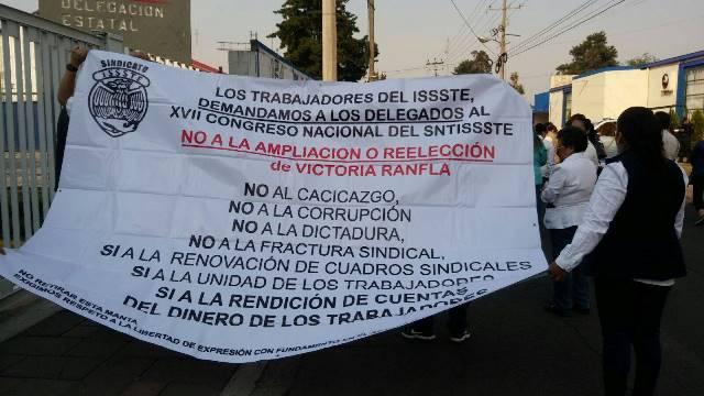 Se hartan trabajadores del ISSSTE de sus dirigentes sindicales