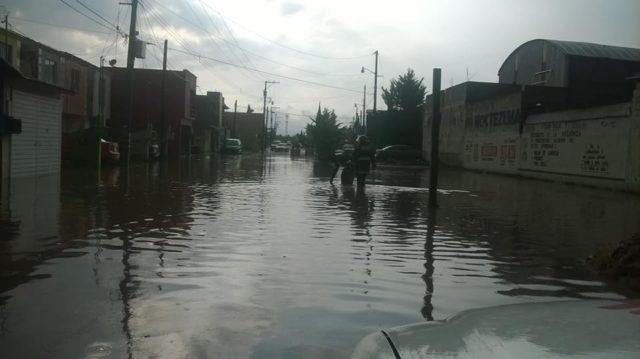 Registran severas inundaciones por lluvias en Calpulalpan