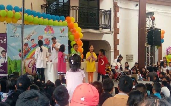 Celebran Día del Niño en Papalotla