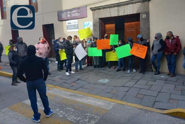 Revienta conflicto en Chiautempan, trabajadores piden pago de prestaciones