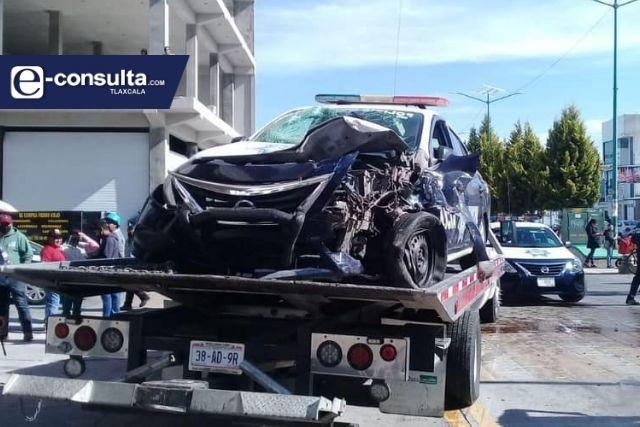Sufren accidente dos policías de Apizaco cuando atendían un reporte de robo