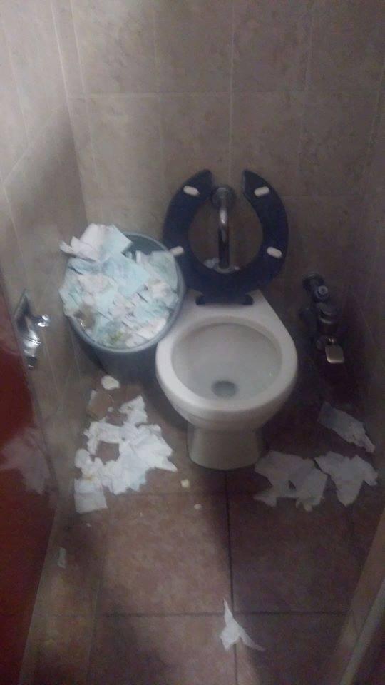 Del asco los baños del Hospital de Tlaxco