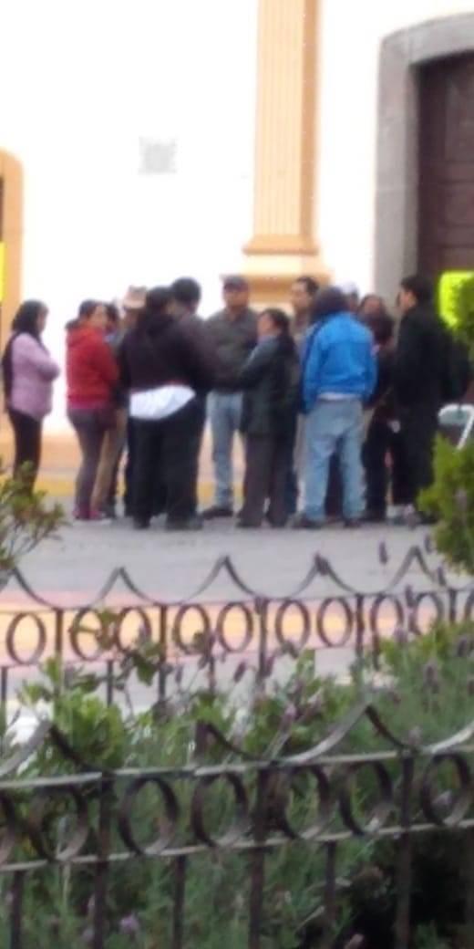 Histérico secretario de Gobierno; se preocupa por 10 manifestantes en Ixtenco