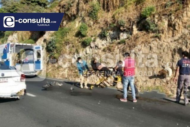 Unos hermanos resultaron lesionados tras ser embestidos por camioneta, en Totolac