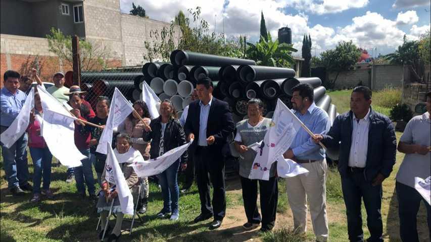 Alcalde pone en marcha 200 ml de drenaje sanitario en Xiloxochitla