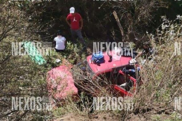 Vehículo sufre volcadura y cae a barranco, en Ixtacuixtla: dos mujeres lesionadas