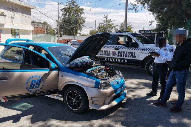 Aseguran un vehículo con aditamentos policiales en Huamantla
