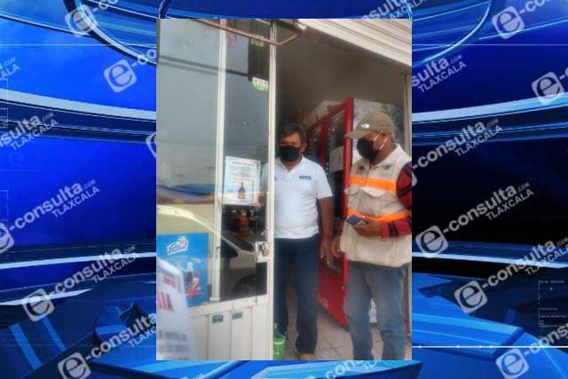 Notifican a comercios de Tzompantepec por venta de bebidas alcohólicas adulteradas