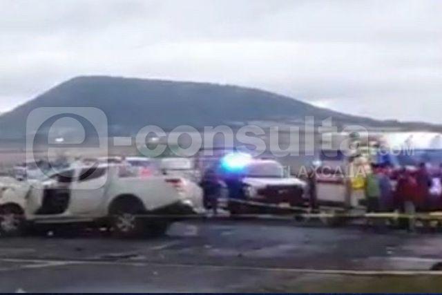 Mueren dos personas y tres lesionados en fatídico accidente en Calpulalpan