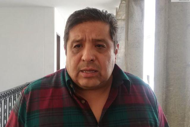 Víctor Castro pone en su lugar a diputado suplente