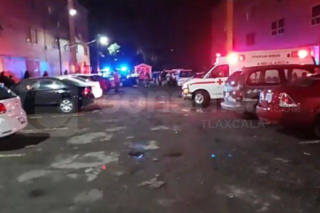 Cae mujer desde azotea de edificio en la Unidad Santa Cruz