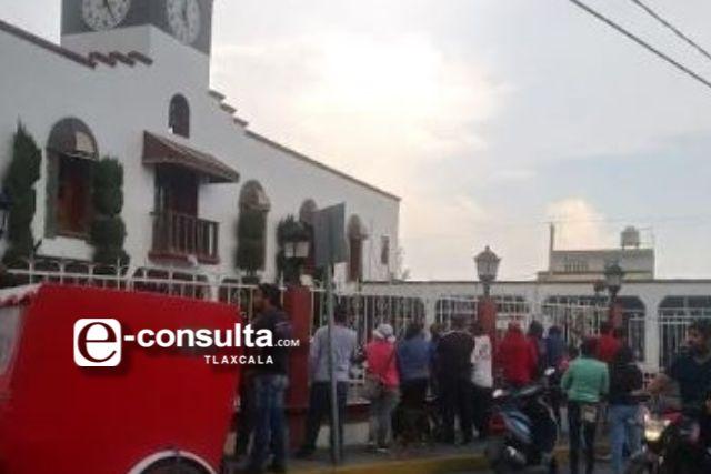 Comerciantes de quesadillas se manifiestan en Nopalucan