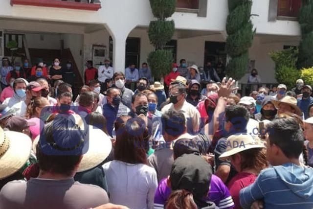 Pobladores de Nopalucan piden alimentos al presidente durante manifestación