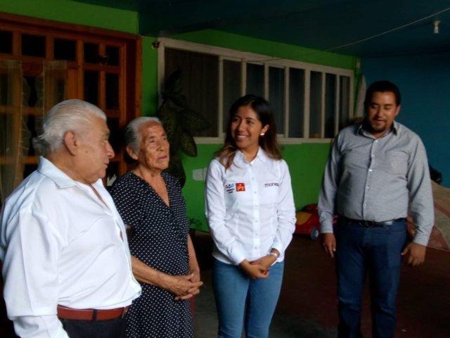 Adultos mayores se suman al proyecto de María Félix en el distrito IX