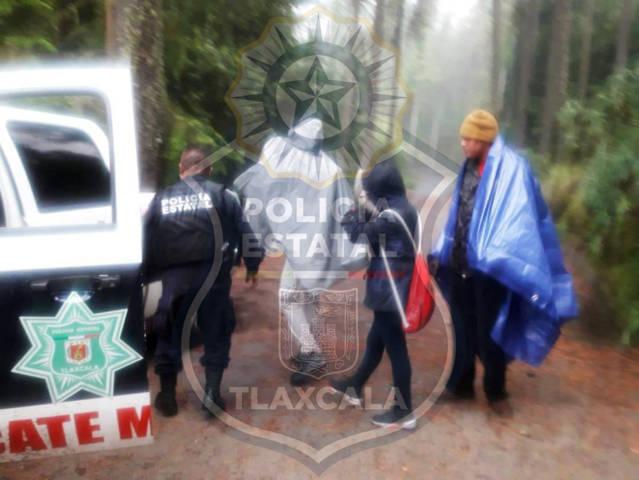 Elementos de base Malintzi de la CES auxiliaron a cinco jóvenes en la Malinche