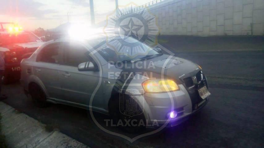 En Chiautempan, la CES asegura un vehículo con estrobos y torreta