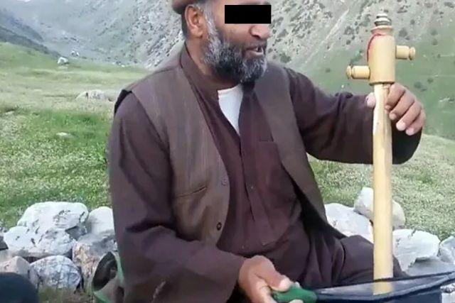 Talibanes matan a tiros a un cantante folclórico y prohíben la música