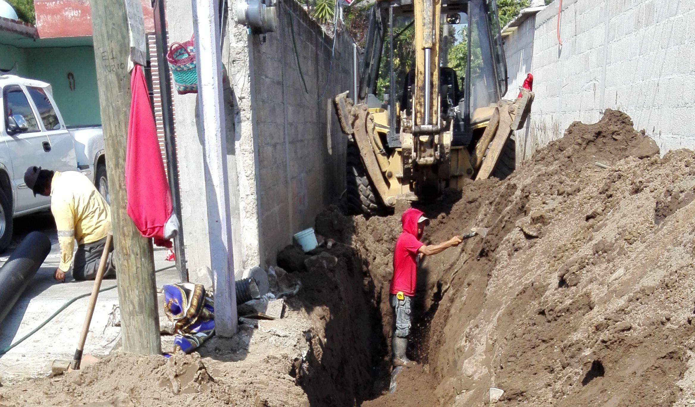 Rojas Meza contribuye con el desarrollo del municipio con más obras